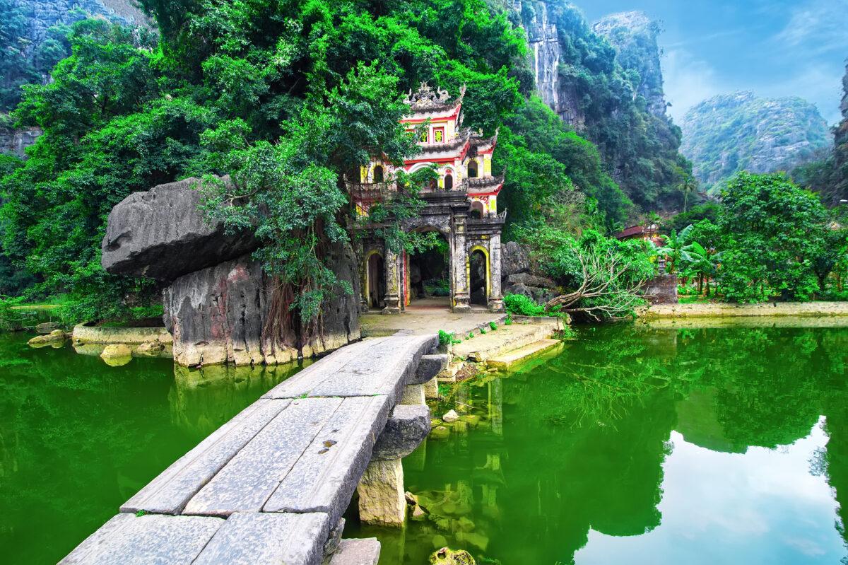 Bich Dong pagoda gate
